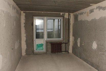 Частичный демонтаж покрытий в спальне 13 кв.м.