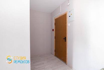 Чистовая отделка коридора в однокомнатной квартире 32 кв.м. фото-1