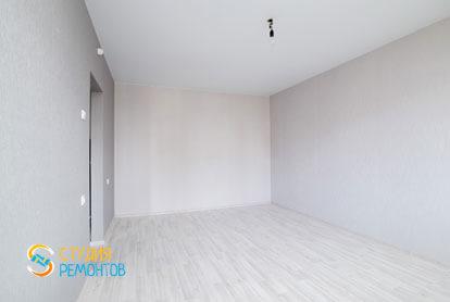 Чистовая отделка жилой комнаты в однокомнатной квартире 32 кв.м. фото-2